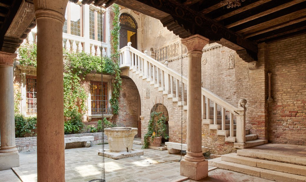 Byzantine Palazzetto With Private Bridge Courtyard