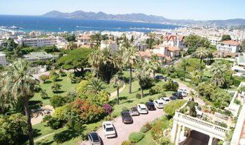 Dpt Alpes Maritimes (06), for sale CANNES / california bourgeois apartment T4