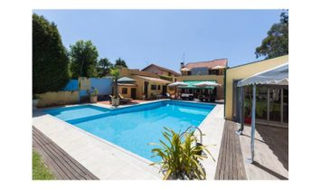 For sale fantastic villa in Espinho, with 4 suites, fully furnished and decorated, garden support po