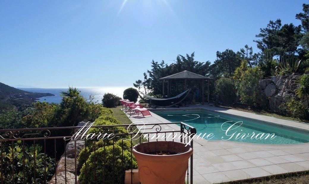 Dpt Var (83), for sale SAINT RAPHAEL Villa Sea View P6 of 260 m² land of 1335 m²
