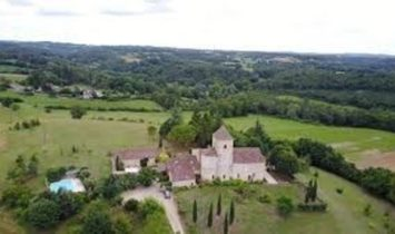 Dordogne near Beaumont du Périgord, stone house, main house with 5 bedrooms and 2 gites, swimming po