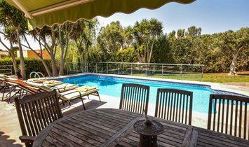 Exquisite Villa Near The Beach In Punta Prima