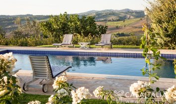 Panoramic villa with pool for sale in Todi