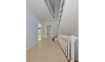 4 + 3 Bedroom Villa, with heated swimming pool, in prestigious area in Cascais