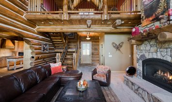 Unsurpassed Luxury & Unobstructed Mountain Views Are On Full Display!