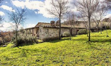 Farmstead / Courtyard for sale in Chianni