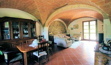 Farmstead / Courtyard for sale in Chianni