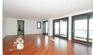 Como luxury apartment lakeview