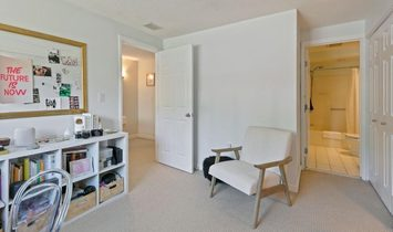 Modern Townhome Ideally Located