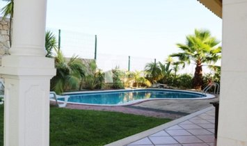 4 Bedroom House in Odivelas