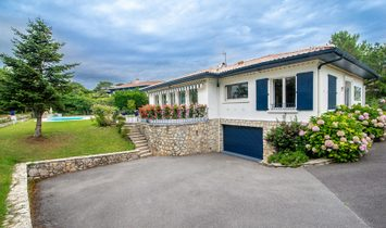 House with views of the golf course and lake for sale in Anglet Chiberta