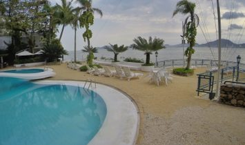 House 3 suites, sea front, Peninsula in Guarujá
