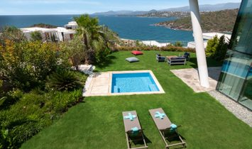 Fully furnished 3 bd. luxury apartment at the beach with sea view