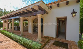 Pristine property located in the exclusive area of Monasterios Valencia