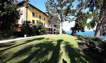 Villa storica sul lago