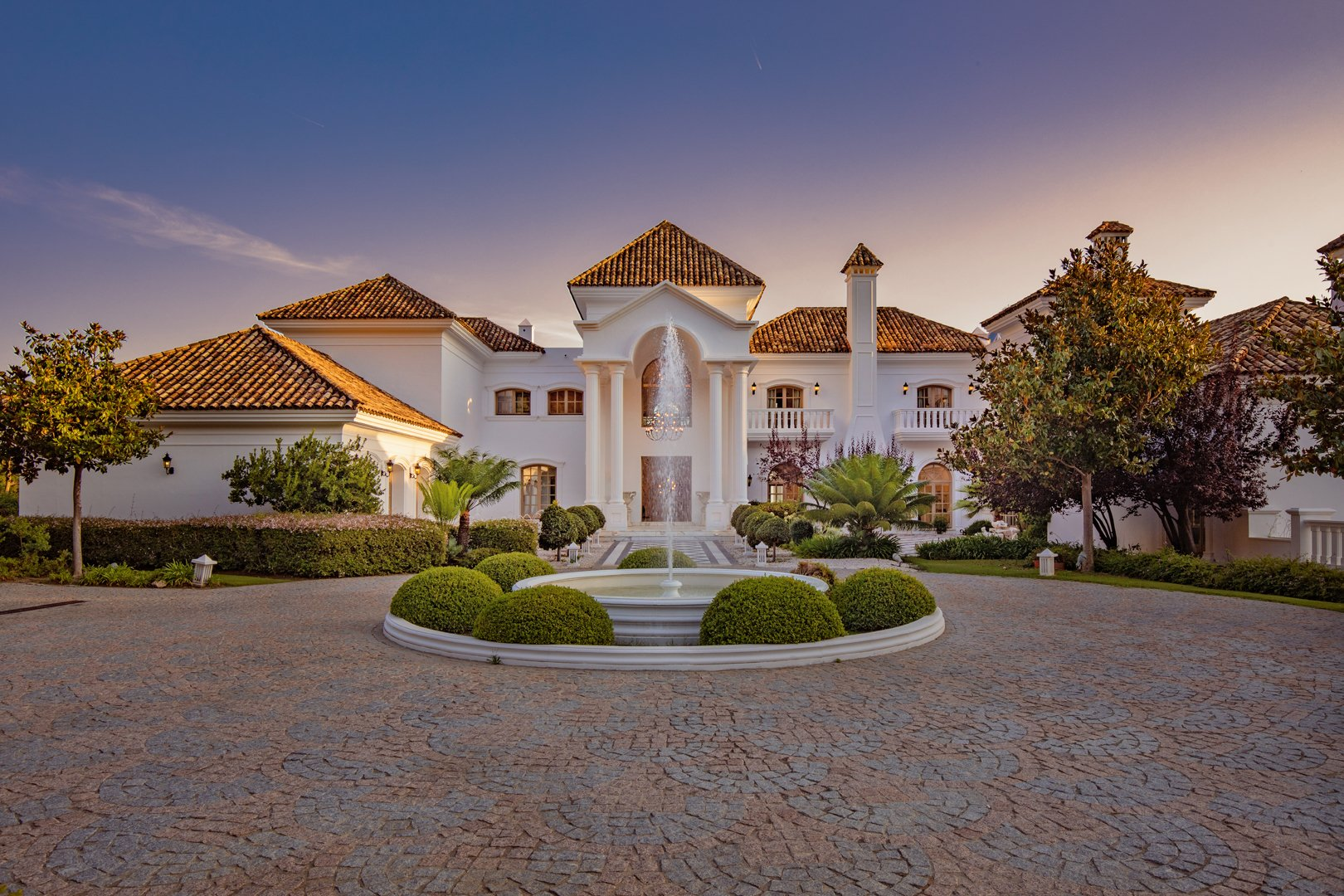 The World's Luxury Marketplace: Homes, Cars, Yachts & Jets for Sale    JamesEdition