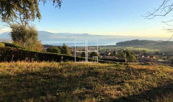 Villa di design su area totale vista lago