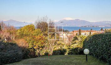 Appartamento vista lago con giardino privato