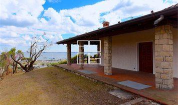 Stupenda villa vista lago vicino al porto