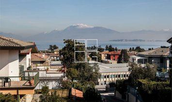 Ampia Villa con vista lago