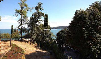 Proprietà con affaccio sul lago