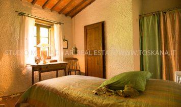 Tuscan farmhouse close to Castellina in Chanti for sale