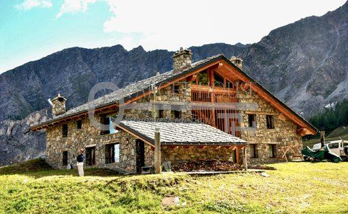 Apartment in Courmayeur, Aosta, Italy