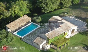 Umbria - FARMHOUSE WITH POOL FOR SALE TODI