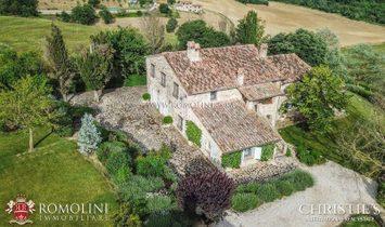 Umbria - TODI, UMBRIA: TYPICAL FARMHOUSE WITH WELLNESS CENTRE FOR SALE