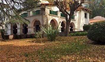 El Cortijo. Large colonial house with spectacular parquet.
