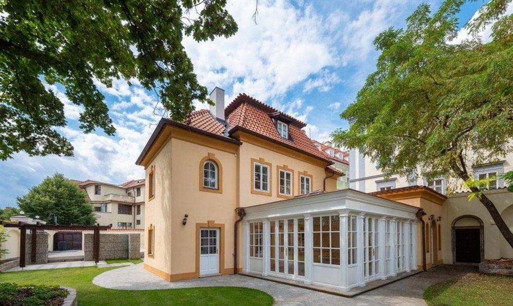 Grand Lesser Town Baroque Villa