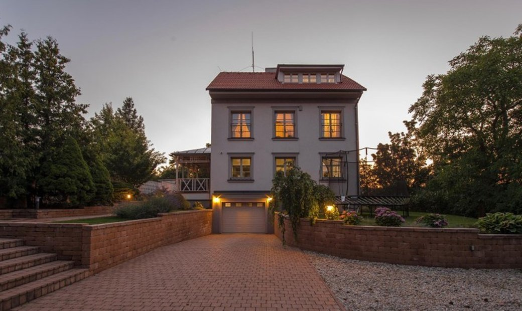 Stately Four-Bedroom House with a Covered Terrace