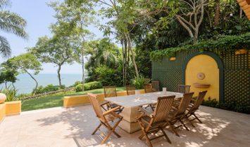 Beautiful oceanfront property in the exclusive community of Iporanga