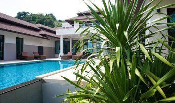 Luxurious Wave Villa