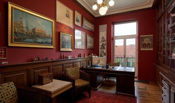 Deluxe Three-Floor Prague Apartment