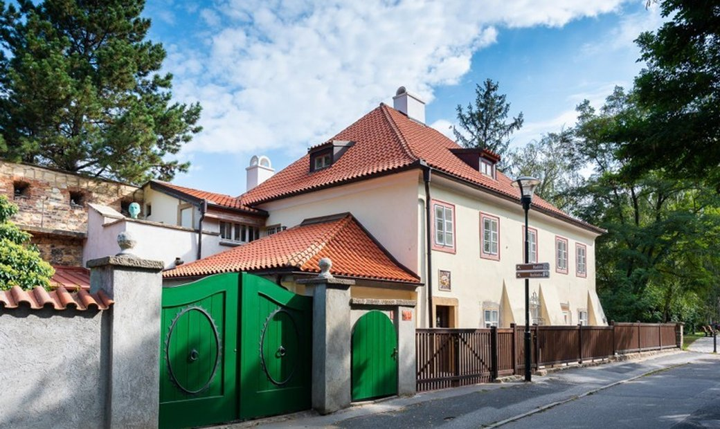 Unique Baroque House Close to the Prague Castle