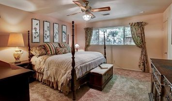 Charming Residence On Expansive Lot In Memorial Villages Estates