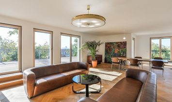 Deluxe Uptown Apartment