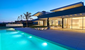 Luxury frontline golf villa within a luxury residencial golf resort