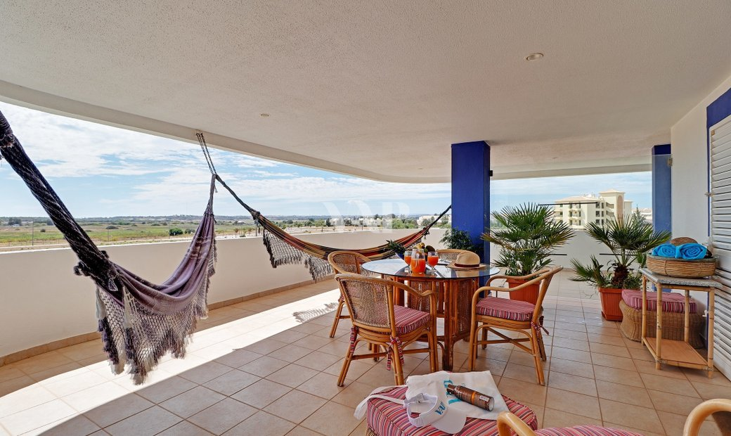 VILAMOURA - Large 3 bedroom apartment within walking distance of Vilamoura Marina