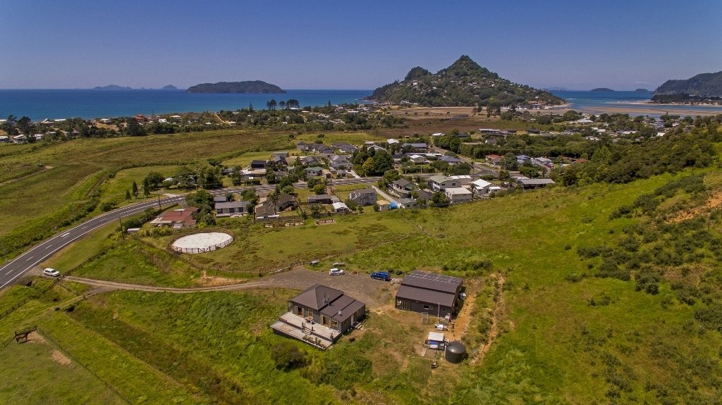 Country House in Tairua, New Zealand 1