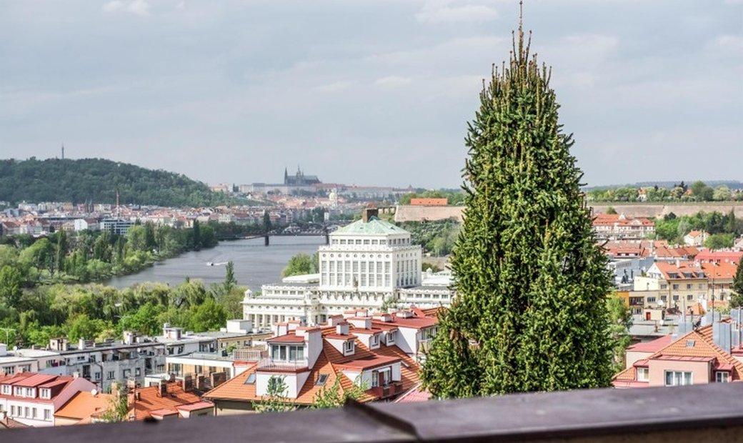 Unique Castle & River Views