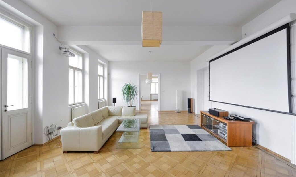 Airy & Bright City Apartment
