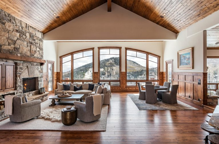 Gracious Slope Side Mountain Living With Captivating Views