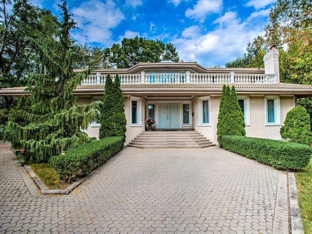 House in Etobicoke, Ontario, Canada 1
