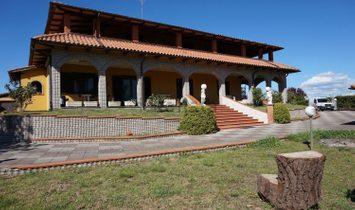 Villa in Bagnoregio, Lazio, Italy 1