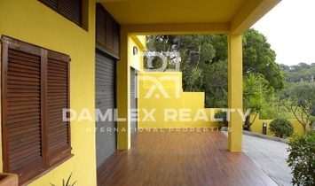 Villa with pool in a residential area in Cabrils. Coast of Barcelona