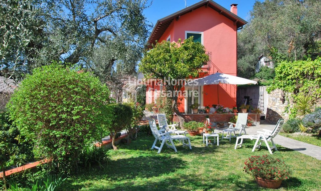 Single house for sale in Imperia