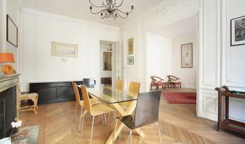 Paris 7th District – A peaceful 2-3 bed apartment
