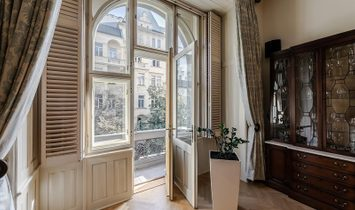 Majestic Old Town Apartment